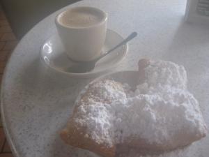 CafeduMonde-beignets-cafeaulait